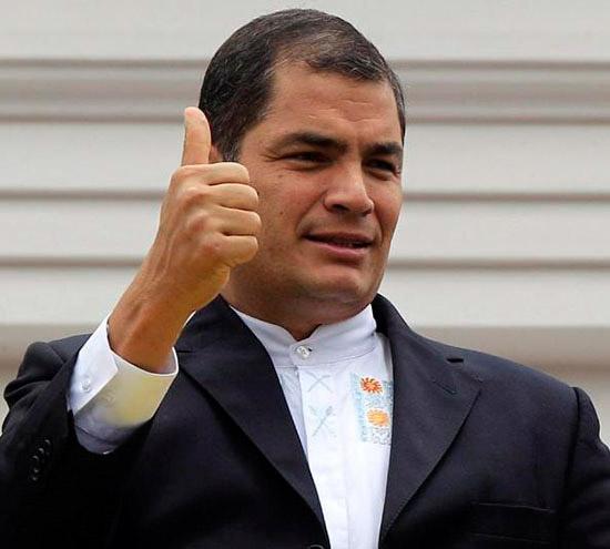"""""""Antes un largometraje era cada 4 años, ahora es al revés, salen 4 filmes al año. Cada 12 días se premia a nivel internacional a una película ecuatoriana. Entonces sí, el cine ecuatoriano no me lo pierdo"""" dice el presidente reelecto, Rafael Correa."""